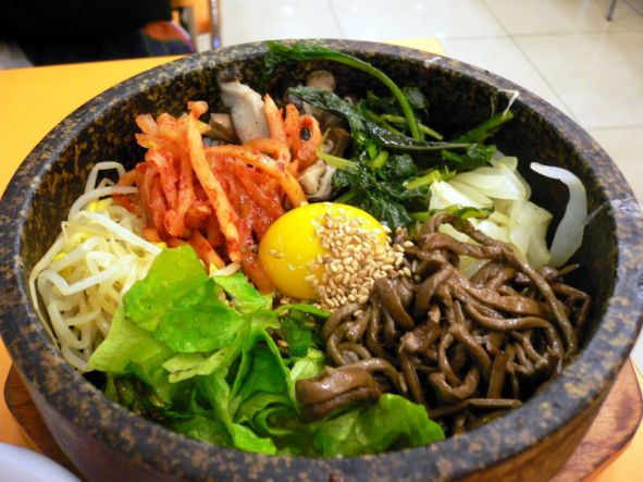 800px-Korean.food-Bibimbap-02